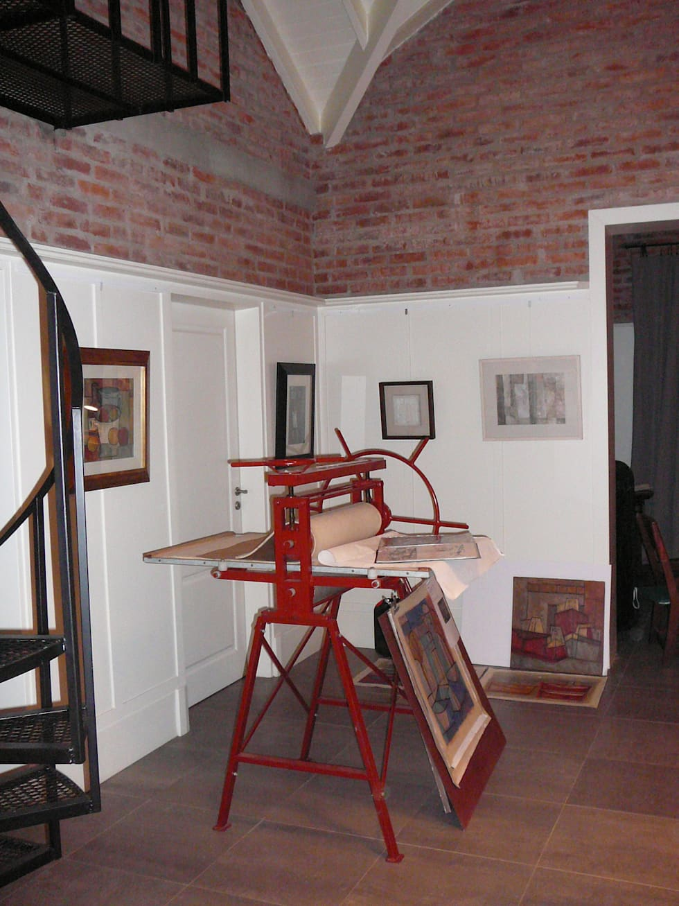 Taller de arte: Estudios y oficinas de estilo industrial por Estudio Dillon Terzaghi Arquitectura