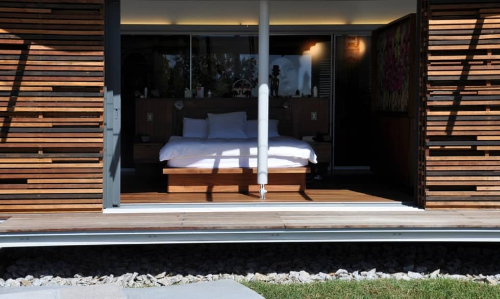 Bedroom: modern Bedroom by Van der Merwe Miszewski Architects