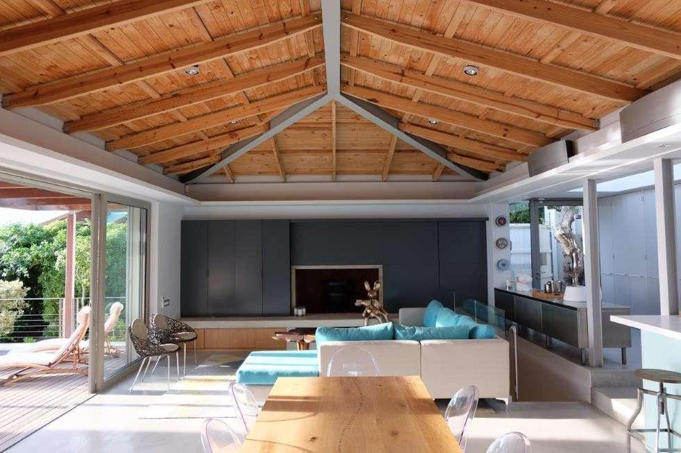 Living Room & Dining Area: modern Living room by Van der Merwe Miszewski Architects