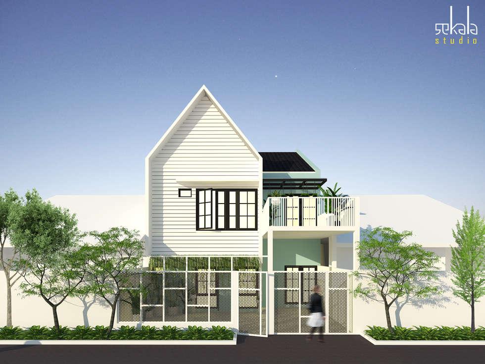 Rumah Bapak Junaedy, gresik:  Rumah tinggal  by SEKALA Studio