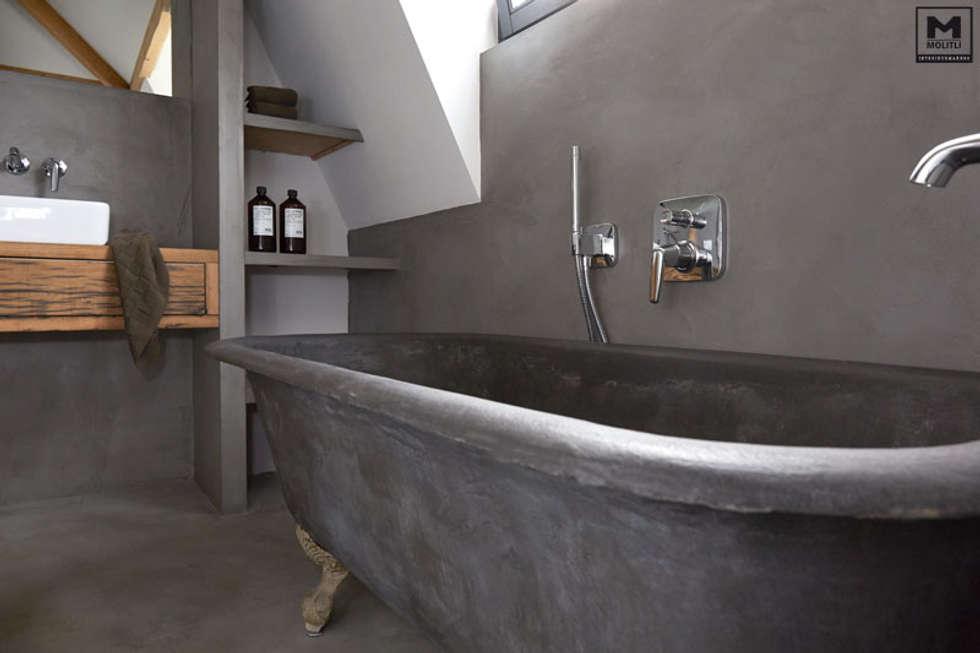 Badkamer betonstuc vrijstaand bad: landelijke badkamer door molitli ...