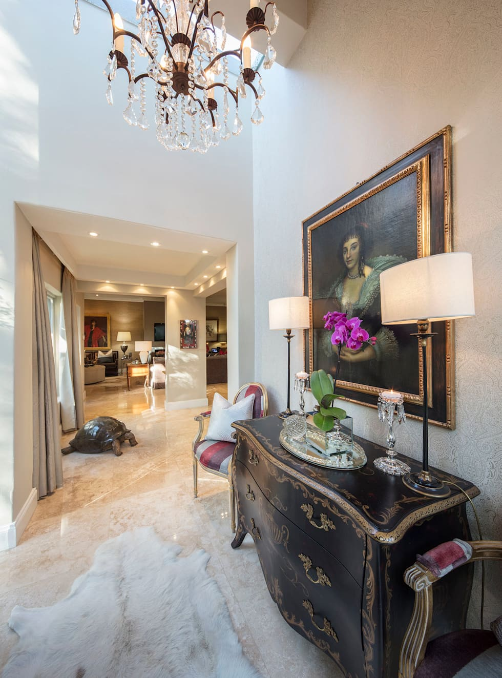 The Majestic Foyer:  Corridor & hallway by Spegash Interiors