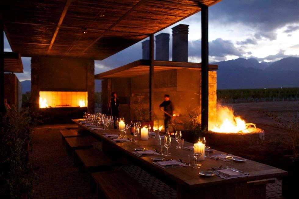 The Vines Resort & Spa  | Main Building  | Siete Fuegos: Hoteles de estilo  por Bórmida & Yanzón arquitectos