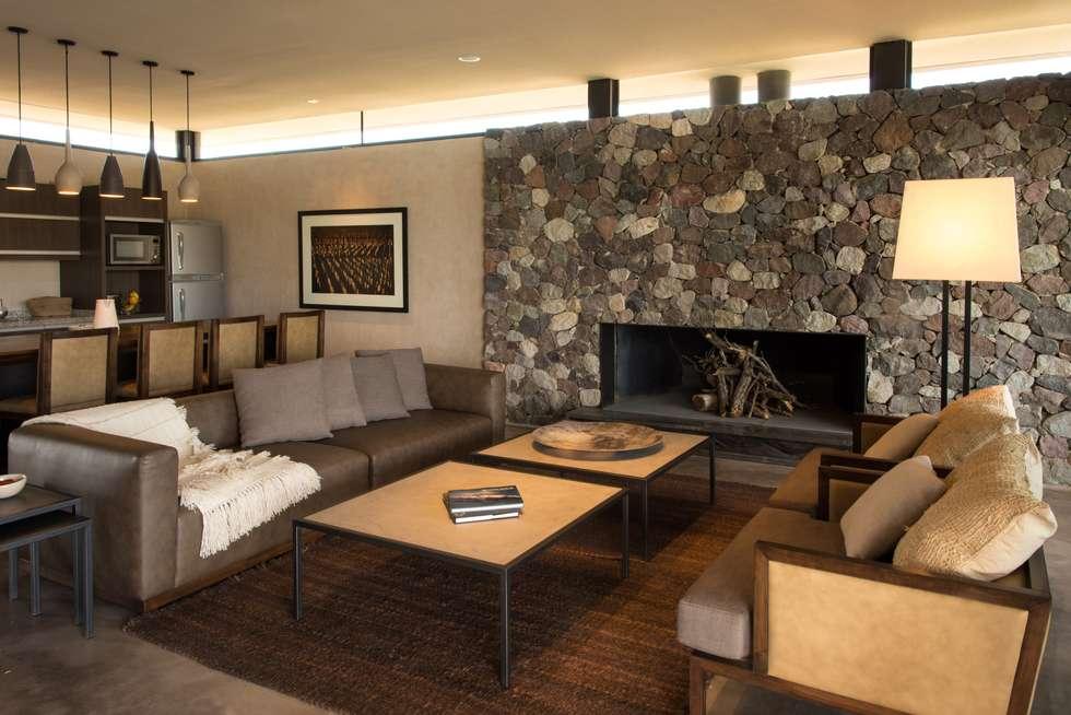 The Vines Resort & Spa   Villas: Hoteles de estilo  por Bórmida & Yanzón arquitectos