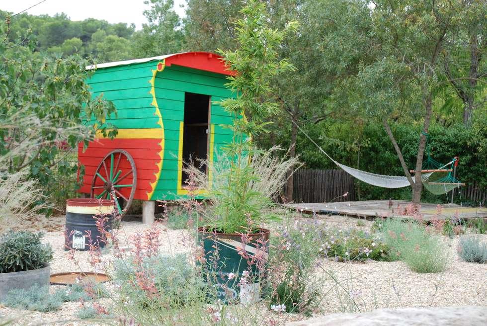 Cabane de jardin originale: Jardin de style de style Méditerranéen par JARDIN GECKO