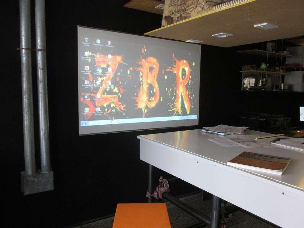 Espacio para presentaciones: Edificios de Oficinas de estilo  por estudioZBR & asociados