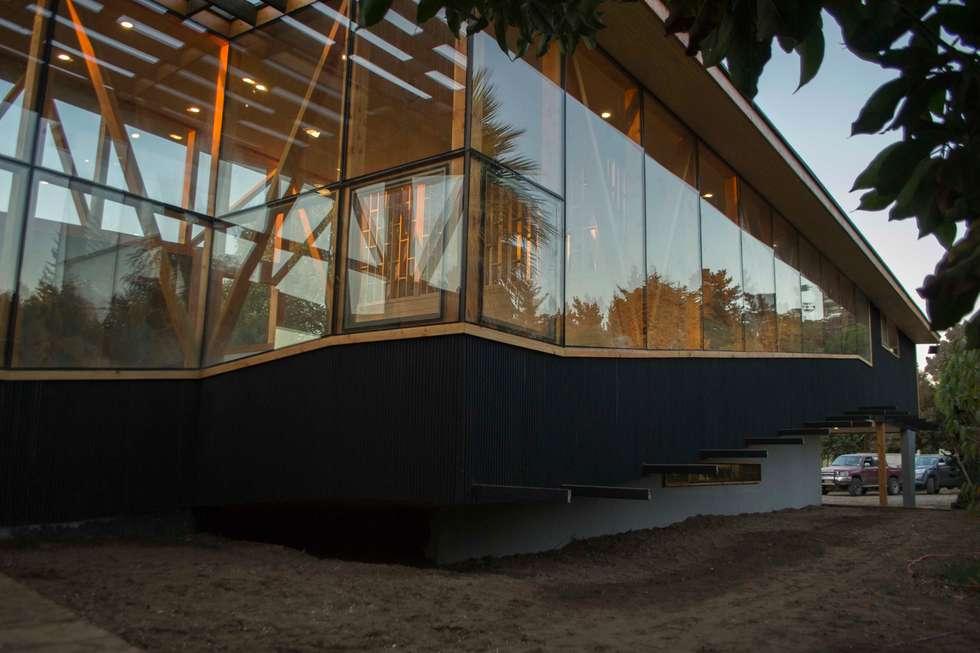 Esquina rampa: Casas de estilo moderno por PhilippeGameArquitectos