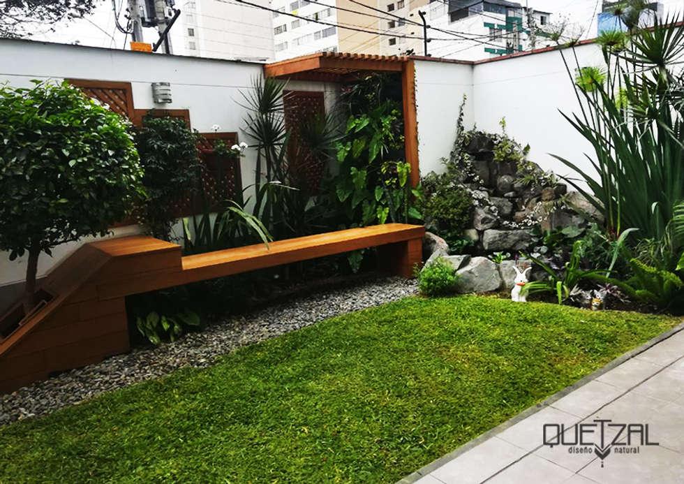 Jardines de estilo moderno por Quetzal Jardines