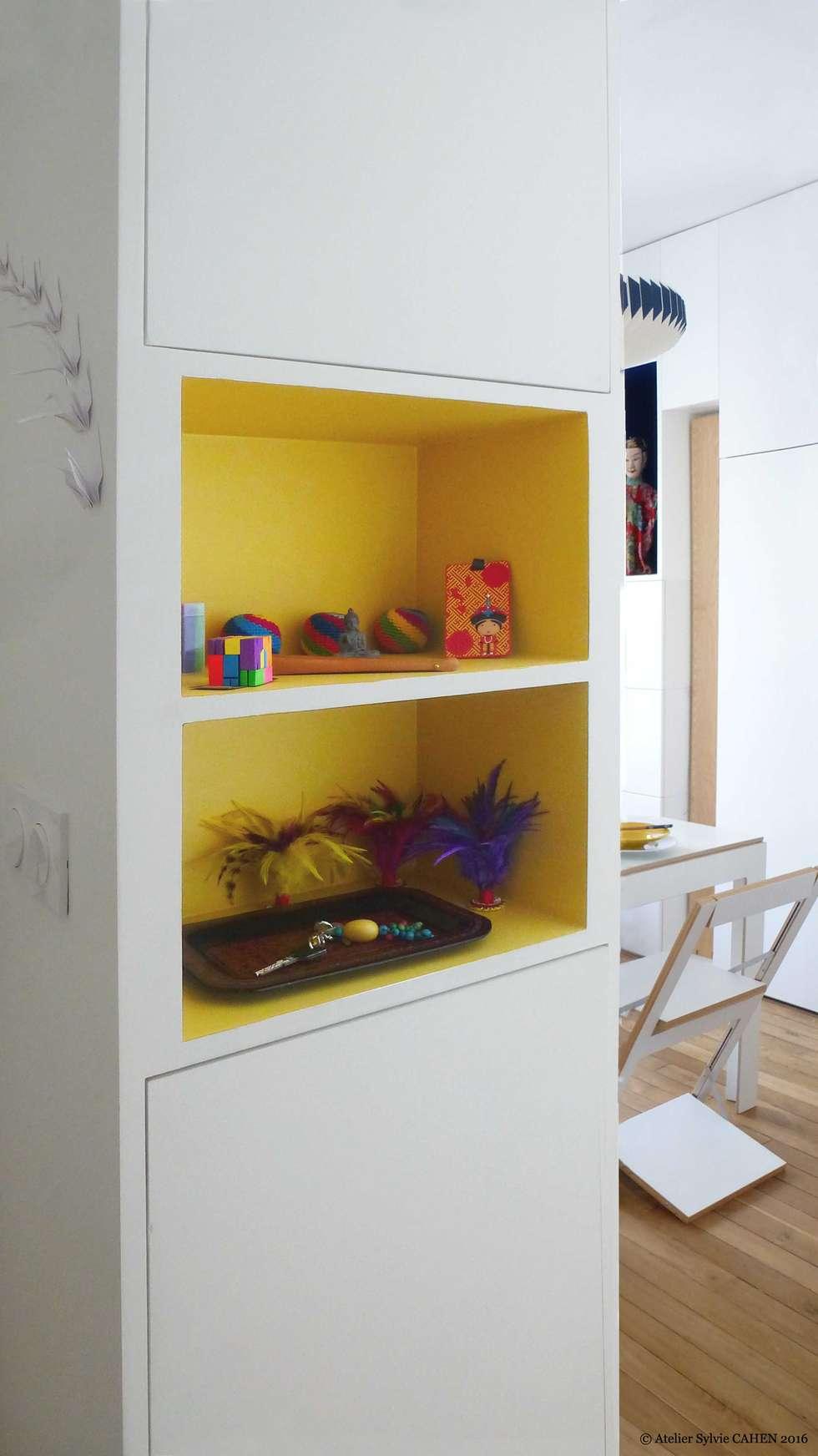 ORIGAMI: Couloir et hall d'entrée de style  par Atelier Sylvie Cahen