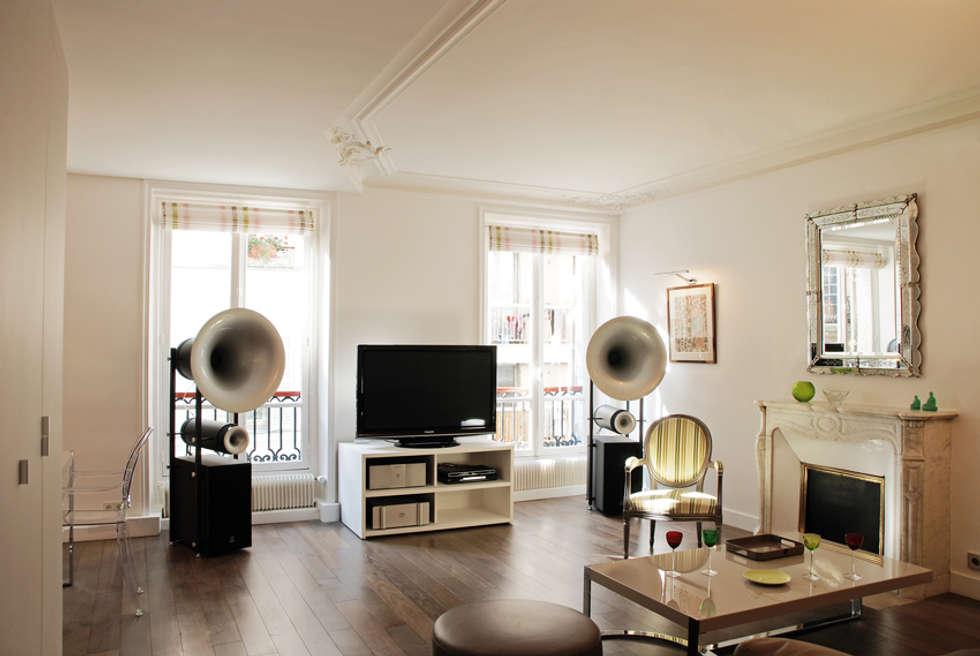Place de Clichy: Salon de style de style Moderne par Atelier Sylvie Cahen