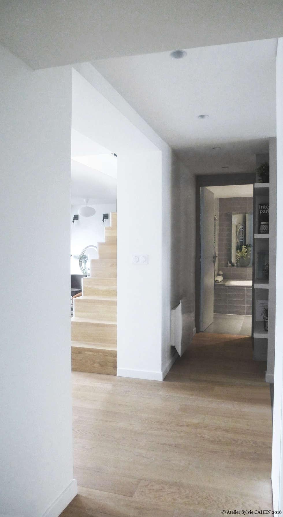 Avenue de Choisy: Couloir et hall d'entrée de style  par Atelier Sylvie Cahen