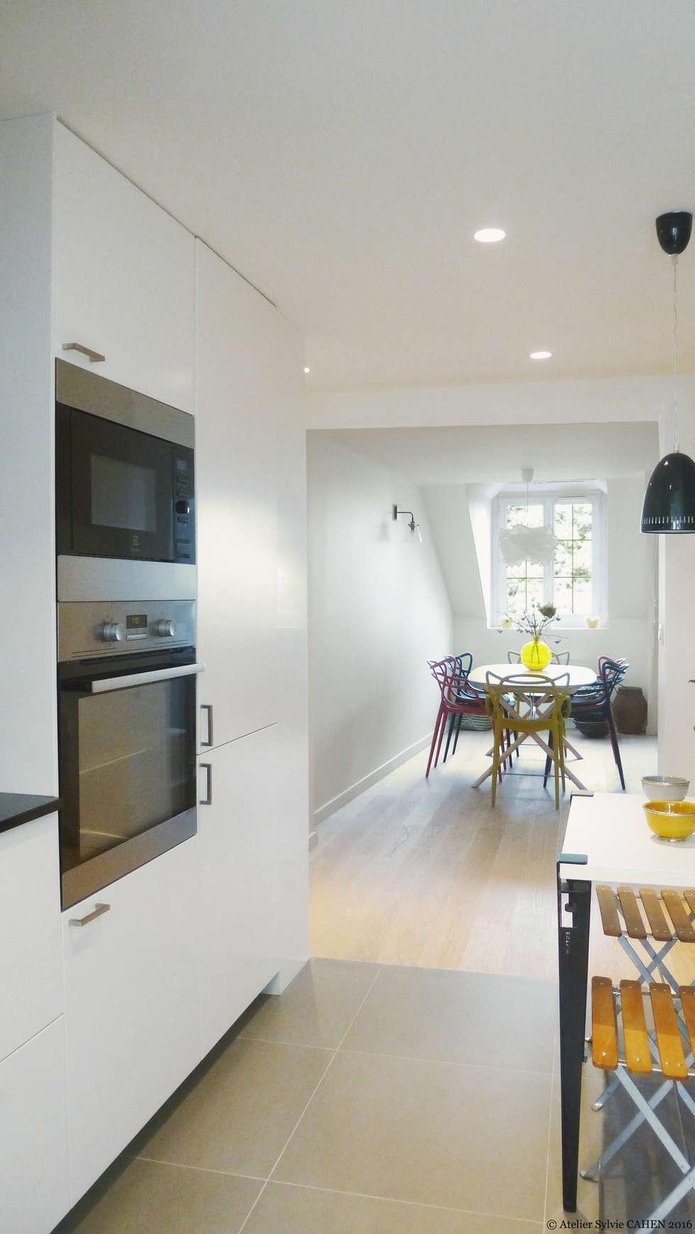 Avenue de Choisy: Cuisine intégrée de style  par Atelier Sylvie Cahen