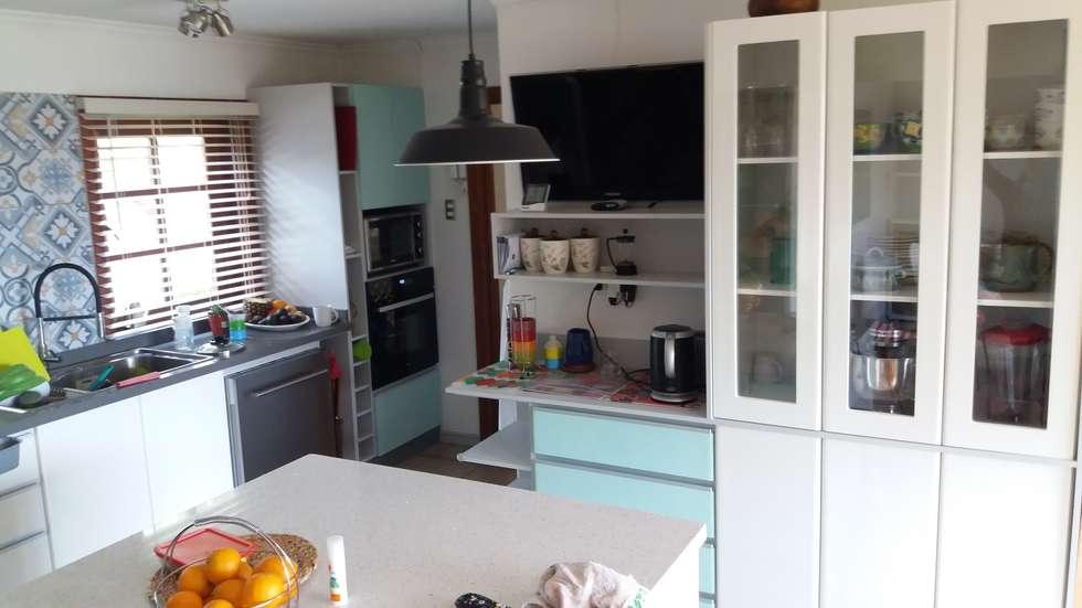 Muebles de cocina: Muebles de cocinas de estilo  por Quo Design