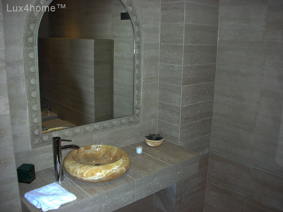 tropical Bathroom by Lux4home™ Indonesia