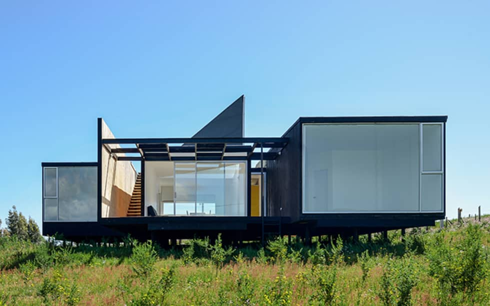 Fachada Oriente: Casas de estilo moderno por mutarestudio Arquitectura