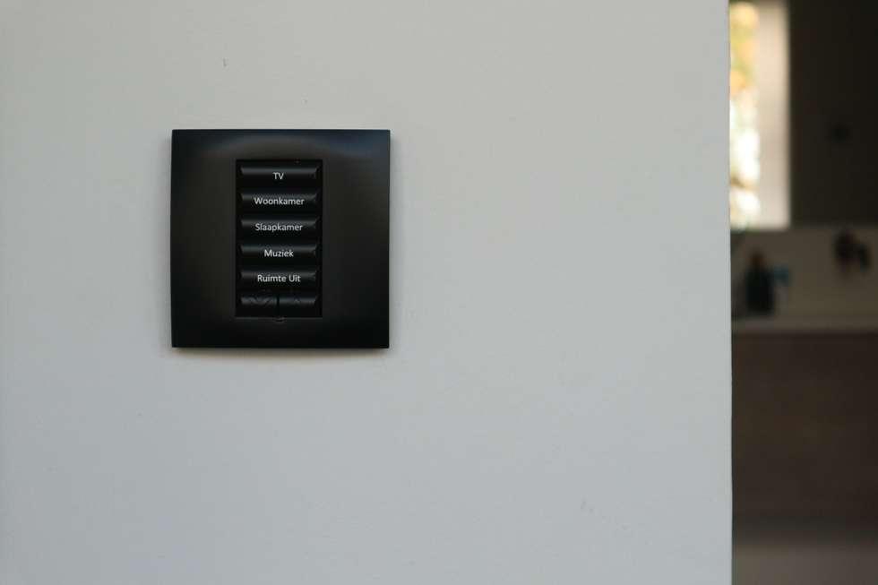 Domotica installatie estel residence nijmegen: moderne slaapkamer ...