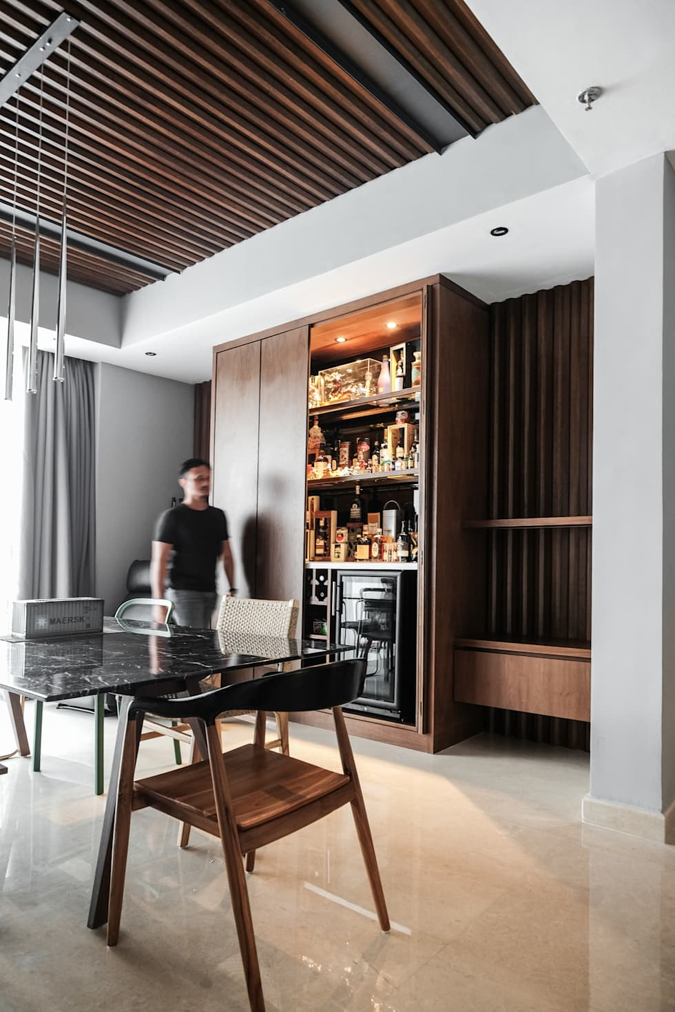 Dining Area:  Ruang Makan by FIANO INTERIOR