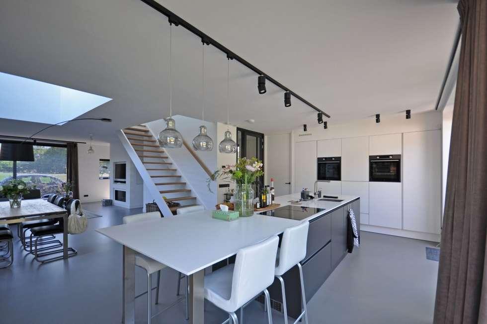 Eigentijdse woning landelijke keuken door bongers architecten
