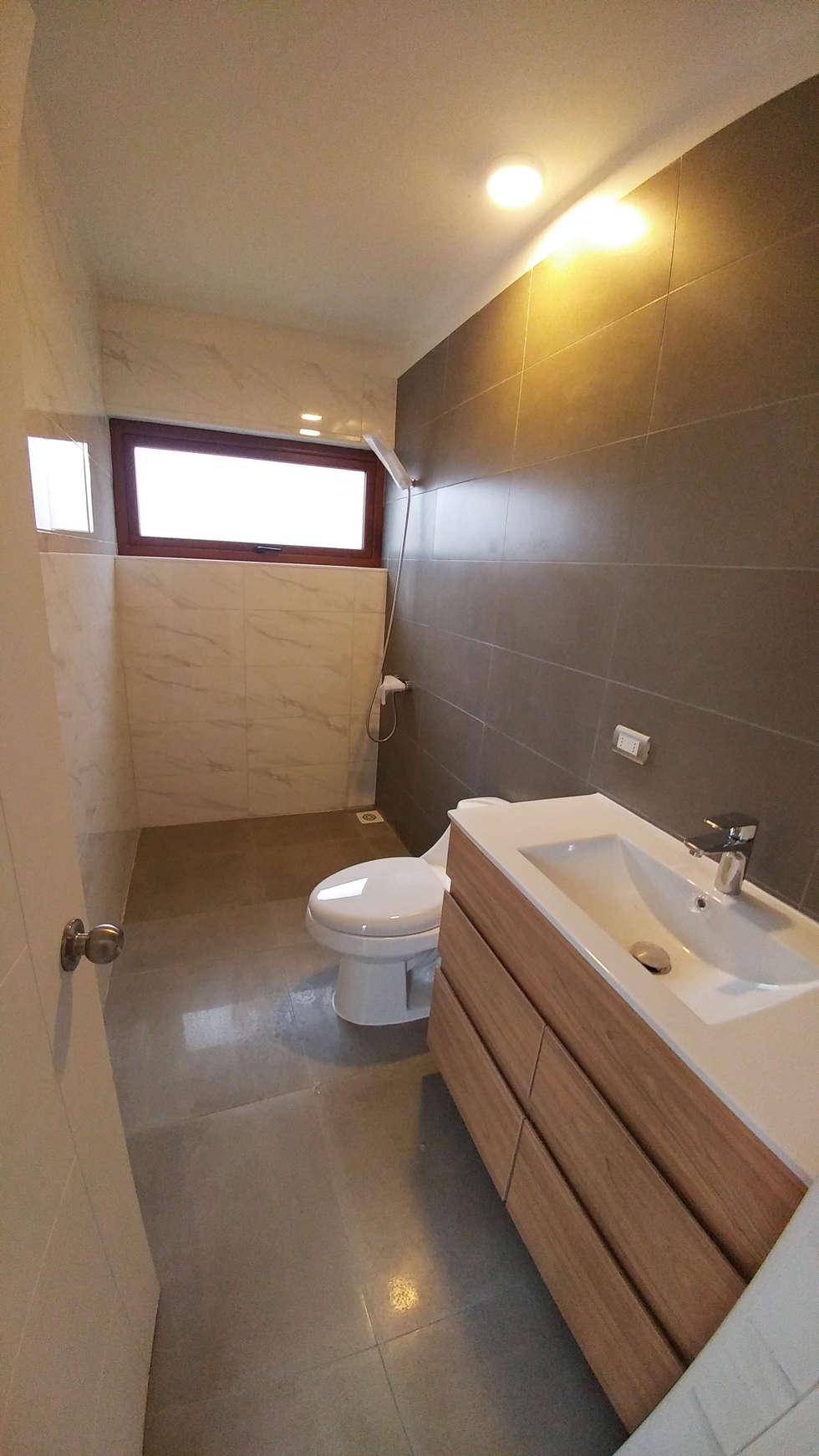 Casa Lomas De Montemar: Baños de estilo moderno por Lau Arquitectos