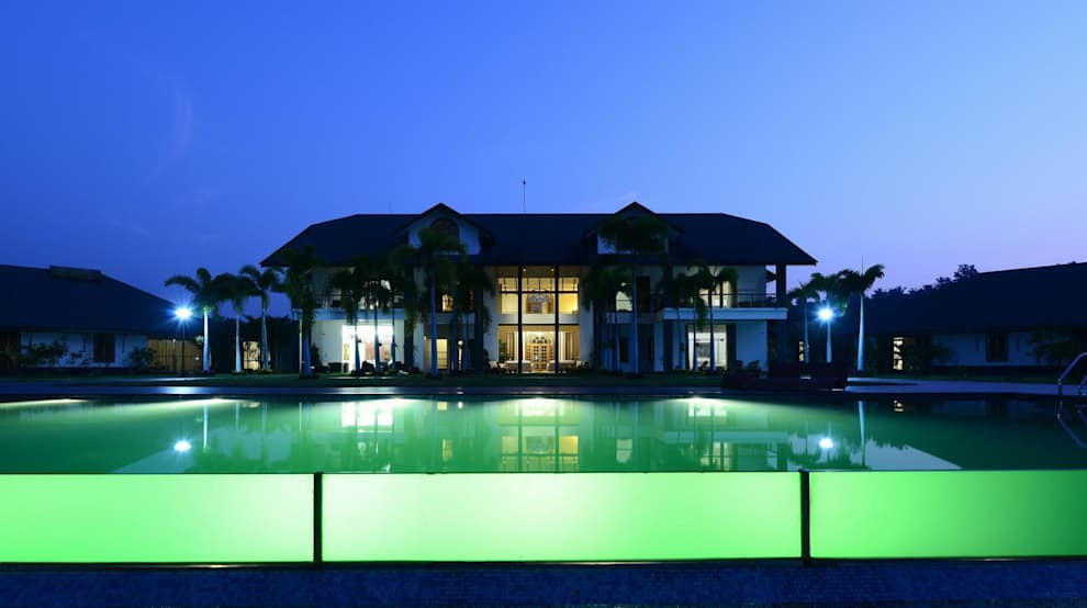 PRIVATE RESIDENCE AT KERALA(CALICUT)INDIA: classic Houses by TOPOS+PARTNERS