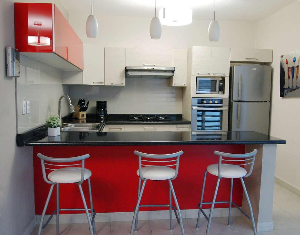 Simplemente 12 cocinas rojas que est n bell simas for Cocinas modernas negras con rojo