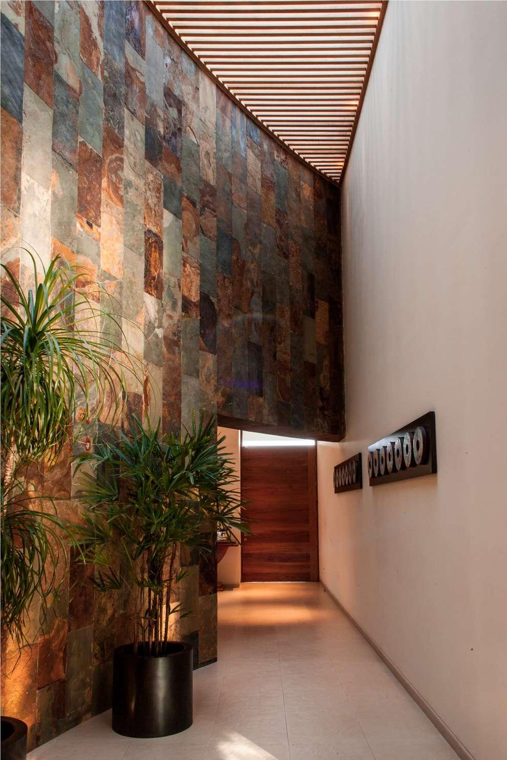 Corridor & hallway by GRUPO VOLTA