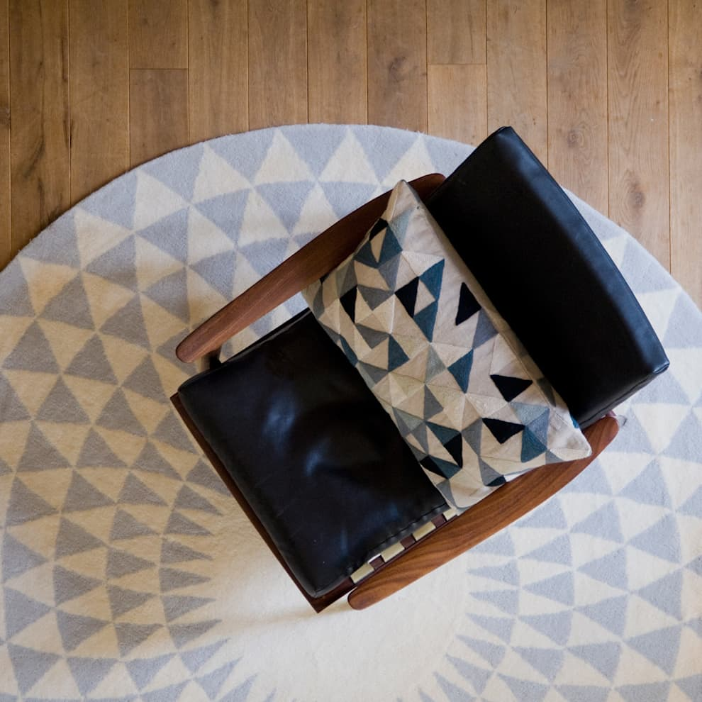 minimalistic Living room by Niki Jones