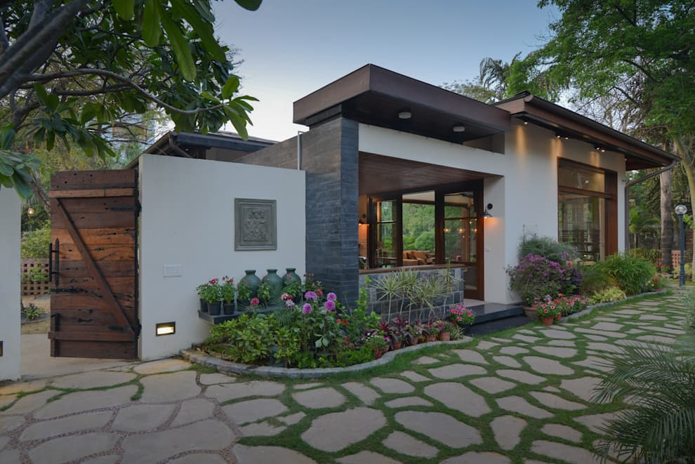Jardín de estilo  por monica khanna designs