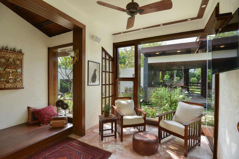 Salas de estilo  por monica khanna designs