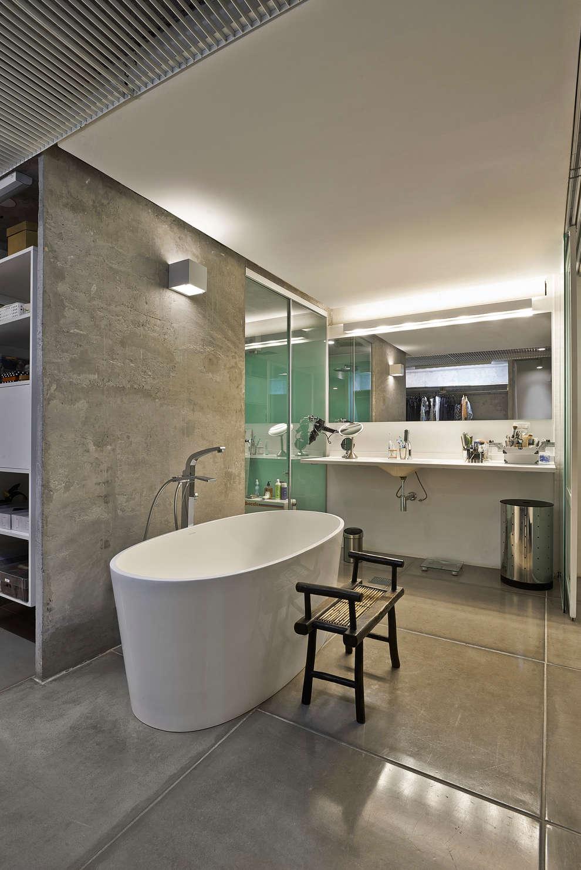 Banheiro casal: Banheiros minimalistas por Piratininga Arquitetos Associados