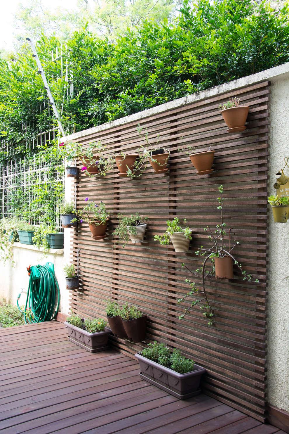 Antes e depois quintal vazio ganhou linda varanda com jardim - Arreglar jardin abandonado ...