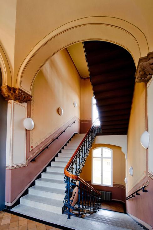 Gebr.Lechte HWP GmbH Malerfachbetrieb Colonial corridor, hallway & stairs