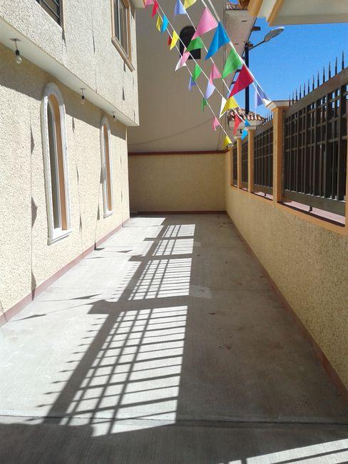 Garage LAGUEZ Arquitectura Casas rústicas