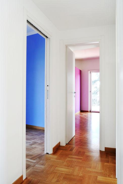 bedrooms CAFElab studio Modern Corridor, Hallway and Staircase