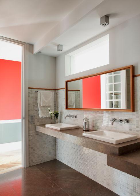 Ines Benavides Modern bathroom