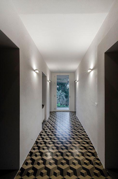 Massimo Fiorido Associati Moderne gangen, hallen & trappenhuizen
