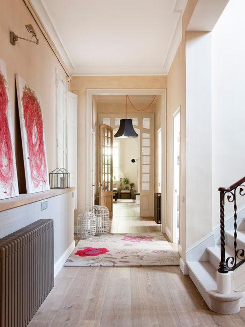 The Room Studio Minimalist corridor, hallway & stairs