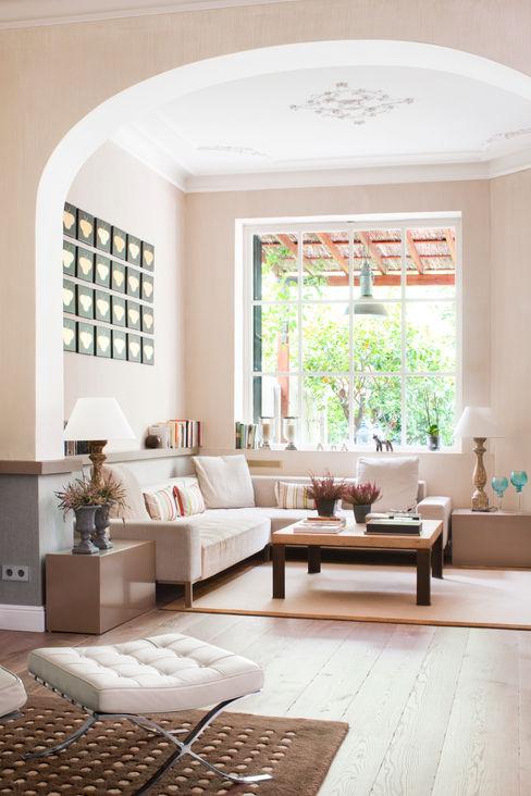 VIVIENDA TIBIDABO The Room Studio Salones de estilo minimalista