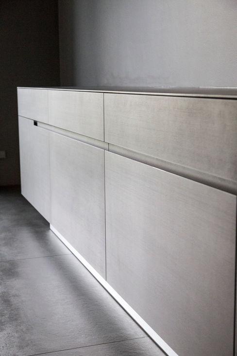 Living the life - Apartment im Herzen Berlins Conni Kotte Interior EsszimmerBuffets und Sideboards