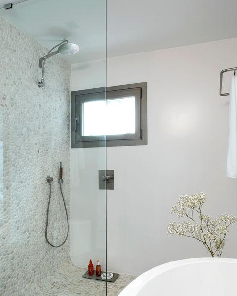 Casa en Andratx Octavio Mestre Arquitectos Baños de estilo minimalista
