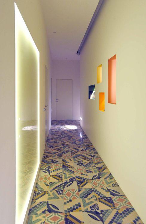 B+P architetti Moderne gangen, hallen & trappenhuizen