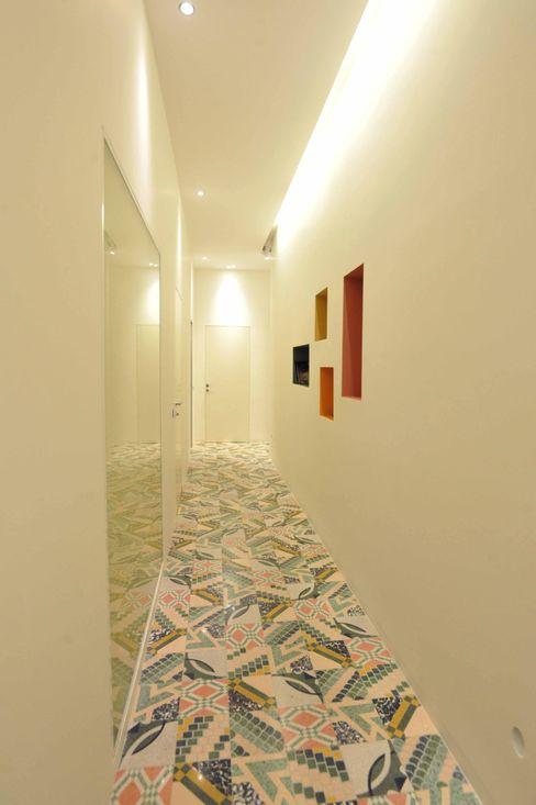 Interior Irsina_MATERA B+P architetti Ingresso, Corridoio & Scale in stile moderno