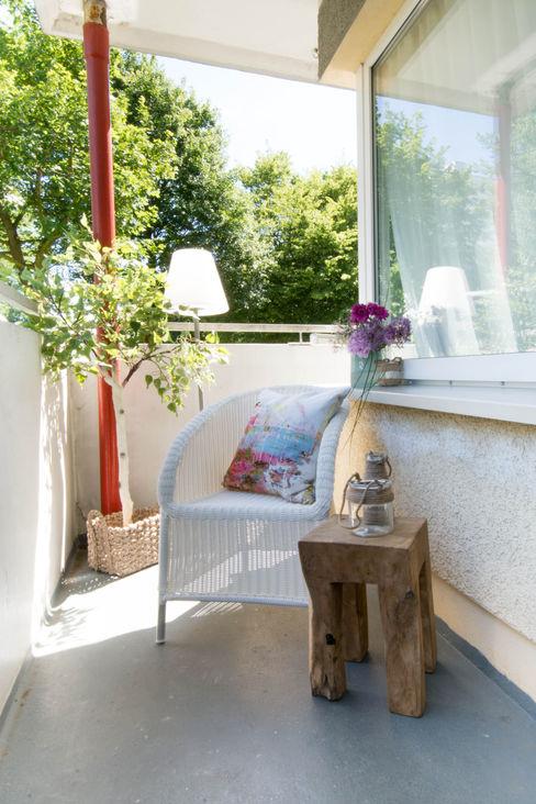 Luna Homestaging Modern balcony, veranda & terrace