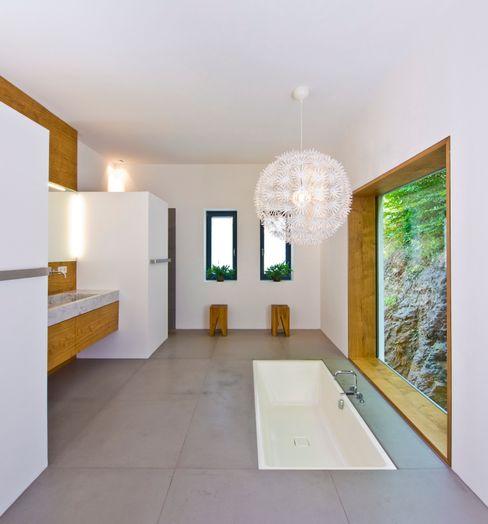 Weitblick Bau-Fritz GmbH & Co. KG Ванная комнатаВанны и душевые