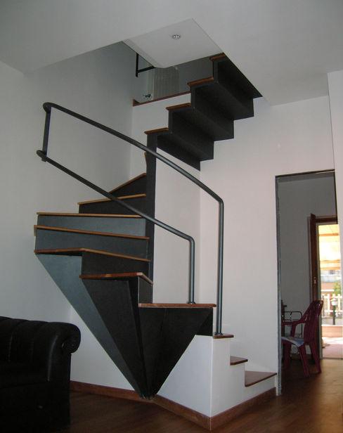 Studio Romoli Architetti 隨意取材風玄關、階梯與走廊