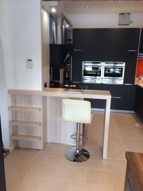 Showroom Danby Interiors CocinaMesas, sillas y bancos