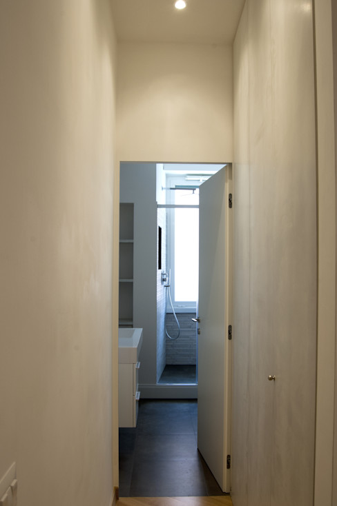 Appartamento LDT 07am architetti Ingresso, Corridoio & Scale in stile moderno