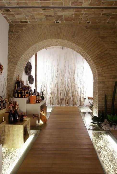 ENOTECA NON SOLO VINO Rocco Valentini Architecture Gastronomia in stile eclettico