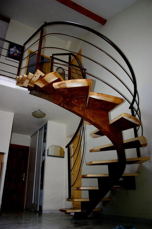 homify Couloir, entrée, escaliersEscaliers