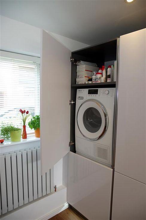 Handle less Polar white Glamour PTC Kitchens Modern kitchen
